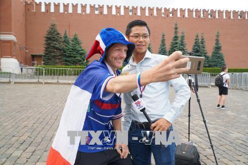 """WORLD CUP 2018: Bí quyết """"gom tiền"""" mua vé của một cổ động viên Pháp"""