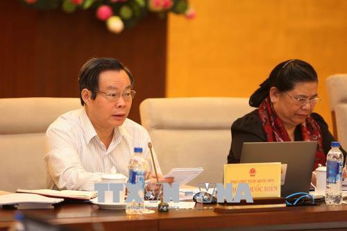 Phó Chủ tịch Quốc hội Phùng Quốc Hiển điều hành phiên họp. Ảnh: Dương Giang/TTXVN