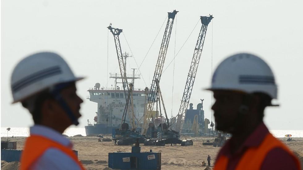 Mỹ ''đua'' với Trung Quốc bơm tiền vào Sri Lanka